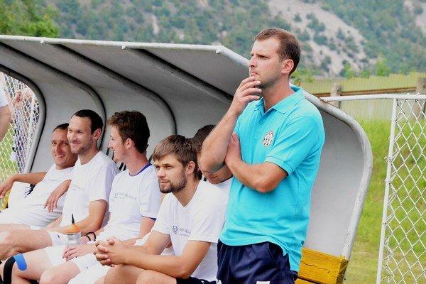Rudolf Pavlík. V prvom zápase na novom pôsobisku zvíťazil jeho tím nad V. Kapušanmi 2:0.