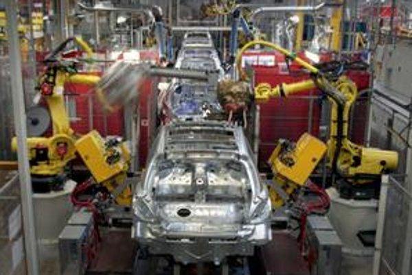 Trnavský závod PSA Peugeot Citroën Slovakia obnoví svoju výrobu najskôr v pondelok. Kvôli zníženej dodávke plynu sa totiž automobilka rozhodla prerušiť produkciu aj v piatok.