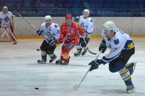 Ponuka pre Gurčíka. V Michalovciach majú záujem o služby skúseného obrancu Spišiakov Pavla Gurčíka (vpravo).