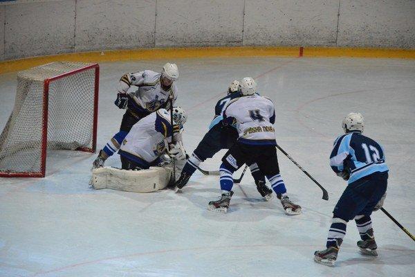 Juniori vonku získali aspoň bod. V dôležitých zápasoch o záchranu extraligy juniorov Spišiaci v Topoľčanoch a Nitre prehrali tesne rozdielom gólu. V Nitre až po predĺžení.