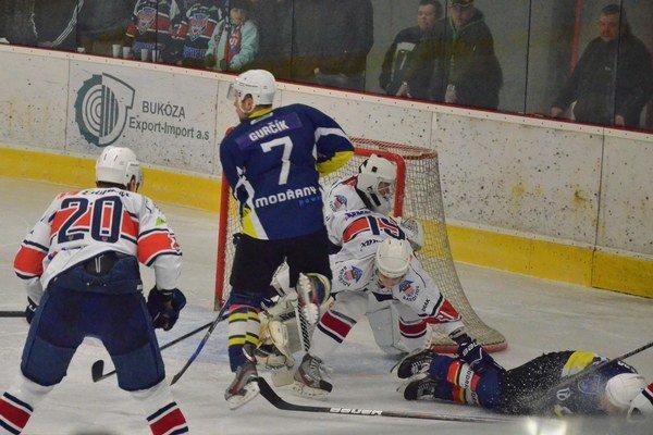 Koniec sezóny. Pre hráčov A–mužstva sezóna skončila po piatom súboji s Bardejovom.