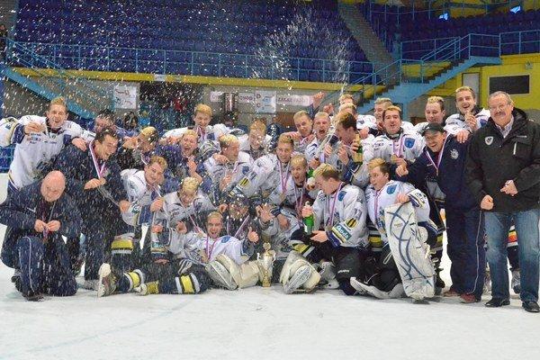 Bronzoví Spišiaci. Extraligoví juniori HK Spišská Nová Ves skončili v sezóne 2013/2014 na výbornom treťom mieste.