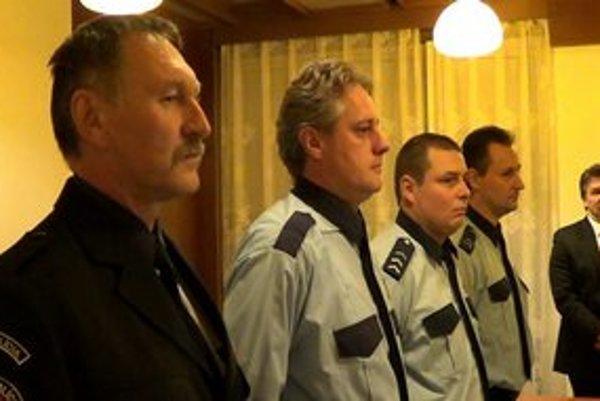 Roman Melo. Na snímke druhý vpredu, prevzal si ocenenie aj s policajtmi z iných slovenských miest.
