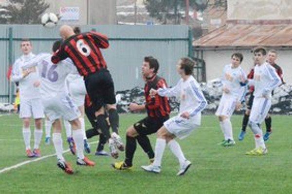 Prvý zápas jarnej časti. Na prvý jarný gól čakali diváci a hráči v súboji staršieho dorastu márne.