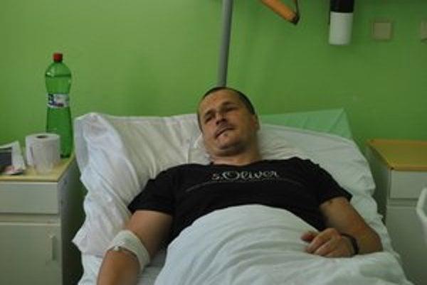 Václav Rak po údajnej bitke od policajtov skončil v krompašskej nemocnici.