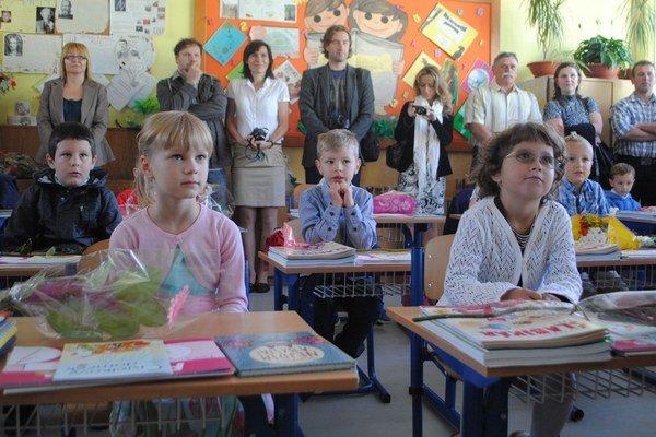 Prvý deň v škole prežili prváci v radostnom očakávaní.