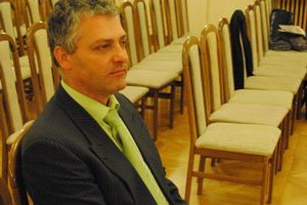Ján Novák. Jeho tvrdenia a stanovisko polície sú úplne odlišné.
