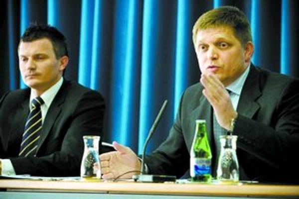 Fico si myslí, že zavedenie eura na Slovensku už nie je o ekonomike, ale o politike.
