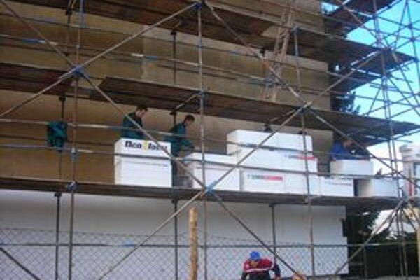 Pri práci. Stavbári zo Spiša získali odbornú prax v Českej republike.