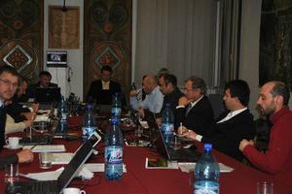 Mestské zastupiteľstvo. Poslanci rozpočet na rok 2012 neschválili.