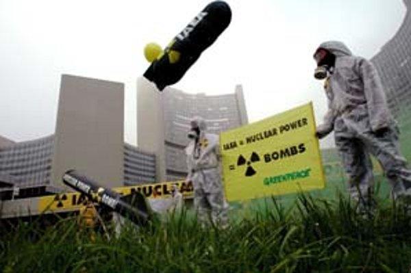 Podľa aktivistov Greenpeace je krok bánk nedať peniaze z úveru na dostavbu Mochoviec dôležitý signál.