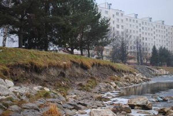 Ničivá sila vody narušila reguláciu Hornádu, miestni majú strach o svoje životy a majetok.