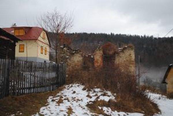 Starý a nový Podproč. Chalupári stavajú nové chalupy na mieste, kde stáli staré domy.