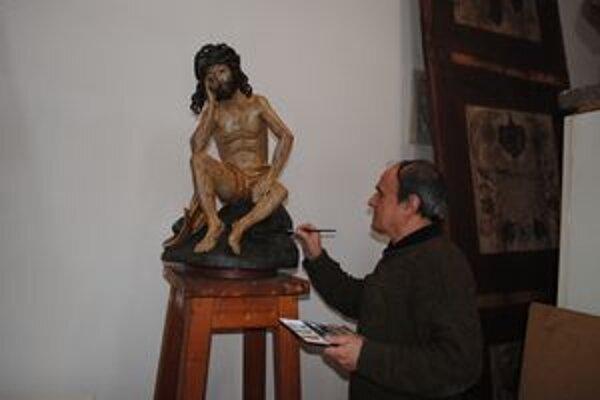 Juraj Maták reštauruje hlavne diela Majstra Pavla. Dnes pracuje na soche Muž bolesti.