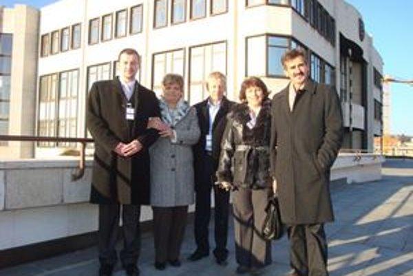 Zástupcovia OZ. Spolu s celým autobusom obyvateľov obce prišli na dva dni do Národnej rady.