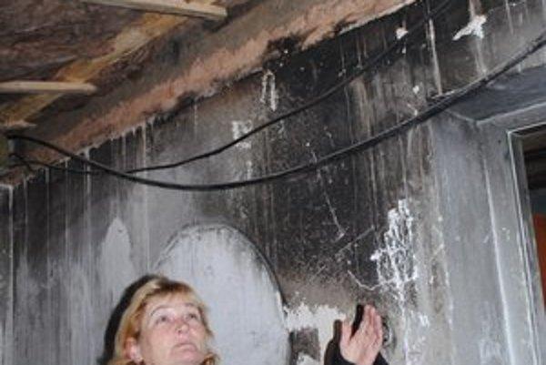 Torzo rodinného domu. Mária Kinčáková netuší, kedy ho bude obývať.