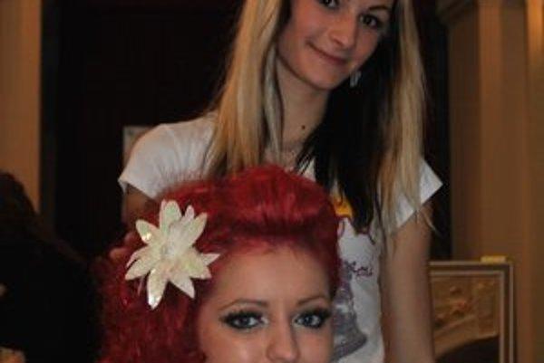 Nikola s modelkou Zuzanou a ich súťažný účes na ples Spišiakov.