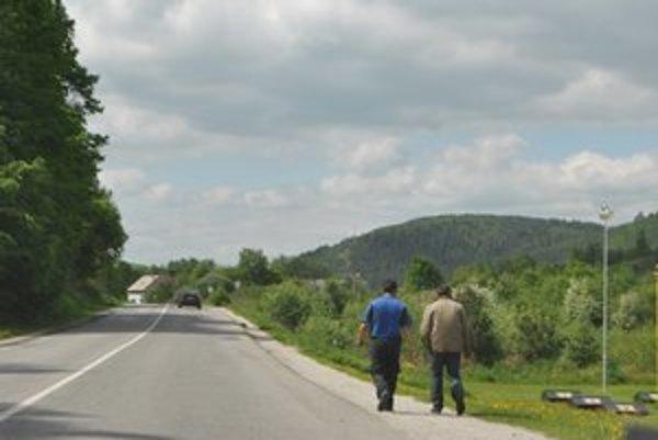 Nebezpečná cesta. Úsekom denne prechádzajú ľudia, ktorí riskujú svoj život.
