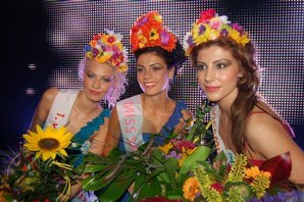 Miss Spiša Patrícia Šebestová (v strede), prvá vicemiss Ivana Knausová (vľavo) a Jana Jacková, druhá vicemiss.