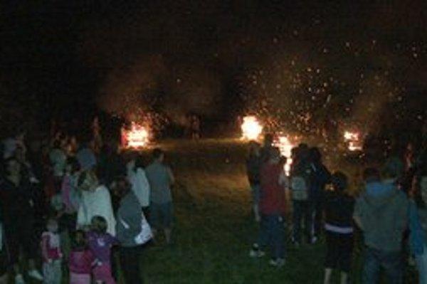 Vatry v Novoveskej Hute. Novovešťania oživili tradíciu jánskej noci.