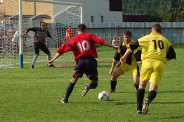 Doma začali víťazstvom. V prvom polčase sa Chrasťania trápili s Gelnicou, ale po zmene strán dvoma gólmi získali prvé tri body.