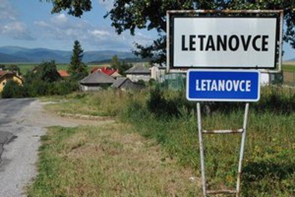Názov obce v slovenčine i rómskom jazyku je rovnaký.