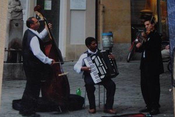 Cigánski baróni hrajú hlavne rómsku hudbu.