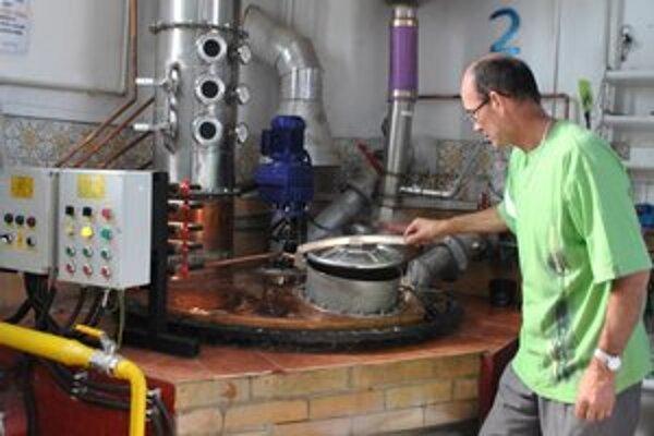J. Szabó alkohol vypaľuje na kvalitnej technológii.