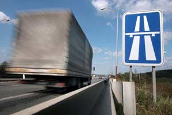 Do roku 2010 chce Národná diaľničná spoločnosť odovzdať do používania takmer 78 kilometrov diaľnic.