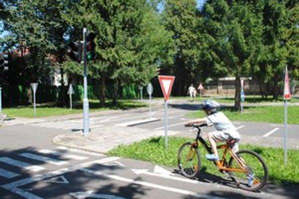 Dopravné ihrisko. Deťom pribudli bicykle i kolobežky.