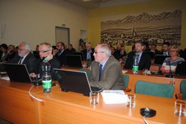 Mestské zastupiteľstvo. O alternatívnom vykurovaní sa diskutovalo aj na minulom rokovaní.