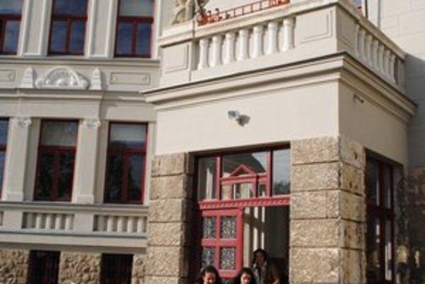 Levočské gymnázium. Študuje tu menej žiakov ako v minulom školskom roku.