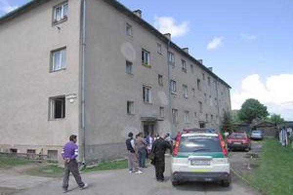Prepad v Rudňanoch. Včera bolo na miestnom sídlisku rušno, jednu z rodín prepadli maskovaní lupiči.