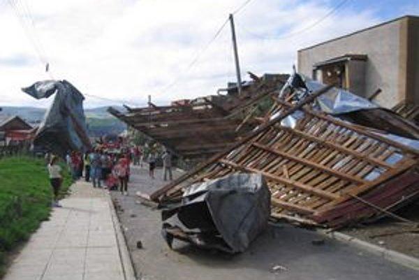 Levočská časť Nad Tehelňou. Spadli tu štyri strechy, miestni si mysleli, že je to zemetrasenie