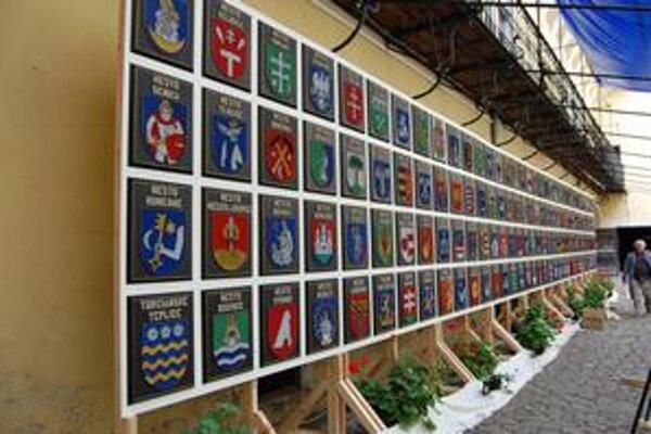 Oficiálny slovenský rekord. Stala sa ním kolekcia erbov vypletaných kovovými niťami z dielne Spišiaka Ondreja Frankoviča.