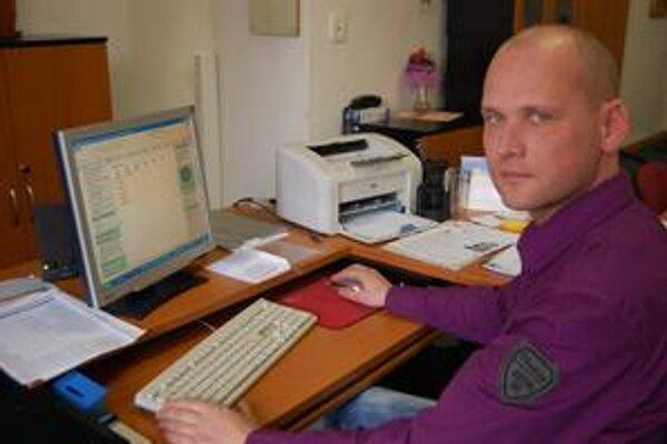 Prednosta R. Jánošík. Podnety ľudia píšu na magistrát z webu mesta, odpovedajú im do 48 hodín.