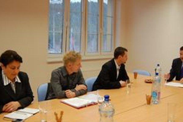 Stretnutie s Lipšicom. Zástupcovia OZ na rokovaní s ministrom vnútra.