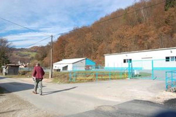 Výrobné haly. V jednej z nich nájde prácu 50 ľudí z obce i okolia.