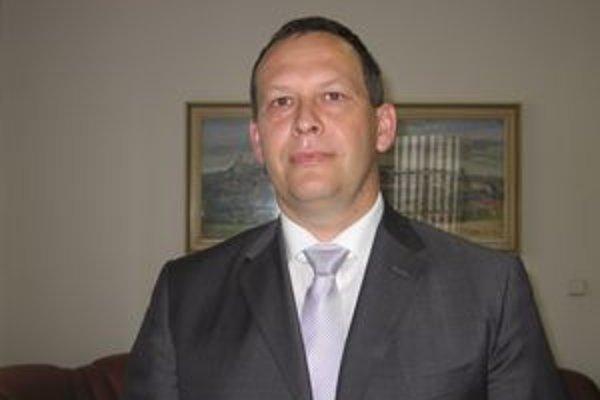 M. Vilkovský. V novembri vyhral s náskokom dvanástich hlasov, o pár dní bude zase bojovať o primátorské kreslo.