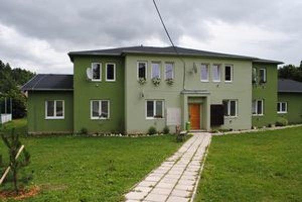 Najnovší. Tento bytový dom so siedmimi bytmi postavili v obci pred troma rokmi.