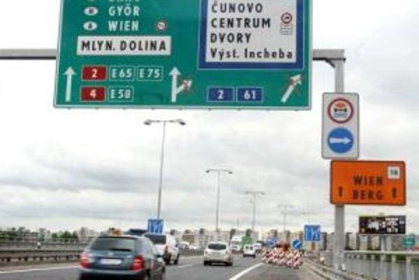 Slávnostné otvorenie diaľničného úseku do Viedne bude 18. novembra 2007.