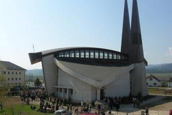Sídlisko Západ prežívalo nápor, do kostola prišli tisícky ľudí.