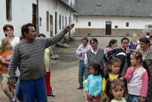 V Spišskoštiavnickom Kaštieli žijú spoločne  Rómovia i Nerómovia. Problémy s bývaním sa týkajú všetkých.
