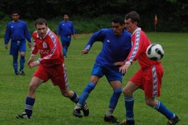 Matejovčania sú stále bez víťazstva. V nedeľu dopoludnia prehrali doma so Spartakom Bystrany v pomere 3:5.