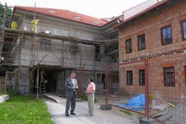 Nedávno na ulici pribudli ďalšie nájomné byty. V prvých, ktoré tu mesto zrekonštruovalo, evidujú niekoľko neplatičov.