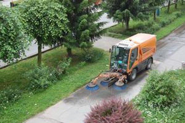 V akcii. Nové auto už čistí ulice a chodníky.