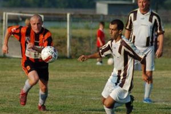 Dva góly. Pod víťazstvo Krompách nad V. Folkmarom sa dvomi gólmi podpísal Marián Belej (vľavo).