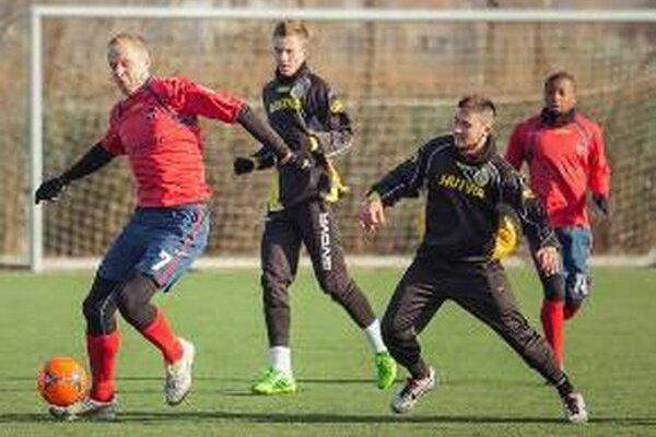 Momentka z prípravného zápasu ViOn Zlaté Moravce - FC Baník Horná Nitra.