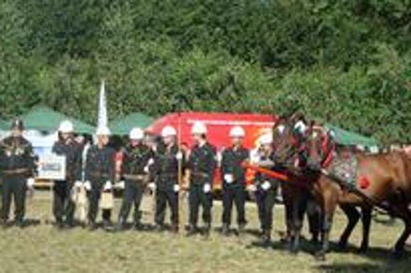 Strieborní hasiči. Výborne reprezentovali nielen svoju obec, ale aj Slovensko.