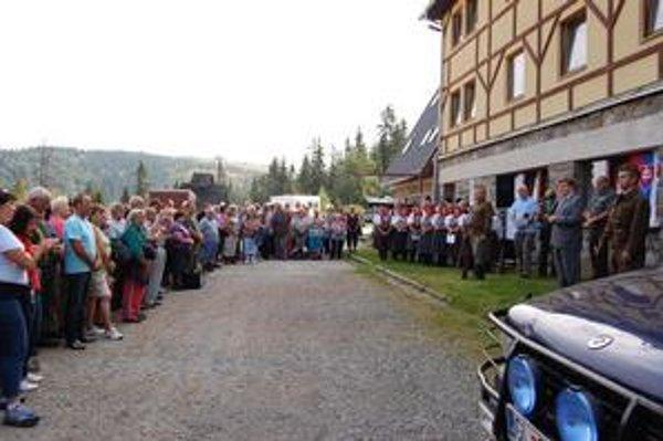 Kojšovská hoľa. Na spomienkovú slávnosť prišlo dvesto ľudí.